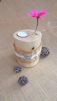 Svietidlá a sviečky - Svietnik drevený - brezový s vázičkou a srdiečkom - 10949973_