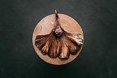 Náhrdelníky - Prívesok ginko s rubelitom - 10949640_