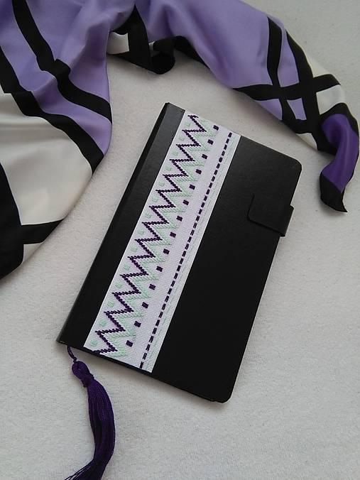Do fialova (vyšívaný zápisník)
