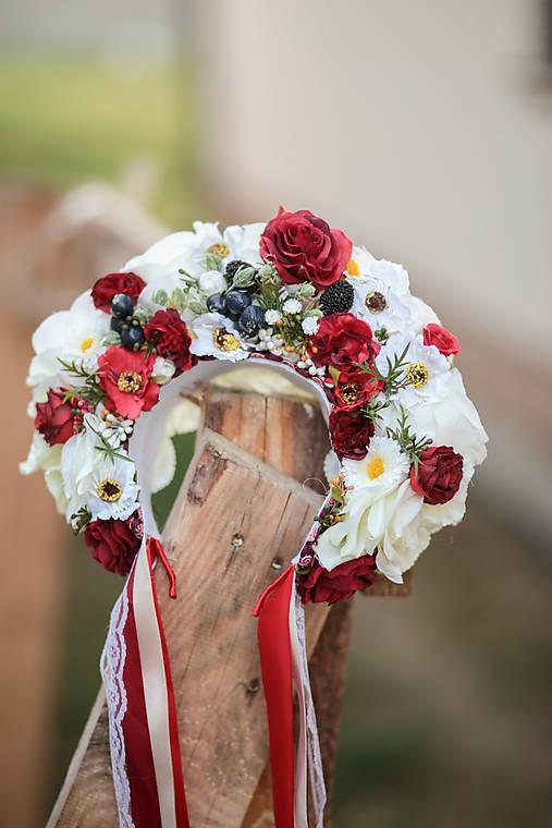 Folklórna svadobná kvetinová parta