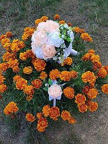 Kytice pre nevestu - Svadobná kytica s umelými kvetmi (marhuľová) - 10950936_