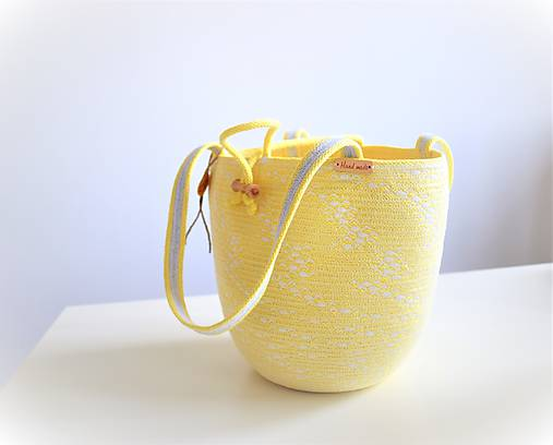 Letní pastelově žlutá buclinka do ruky 2031