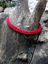 Červený náramok