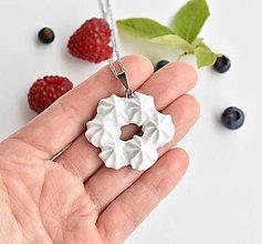 Náhrdelníky - Šlehačkový náhrdelník (porcelán + ocel) - 10952550_
