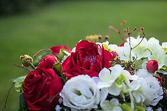 Dekorácie - Hranatý košík s umelými kvetmi - 10953473_