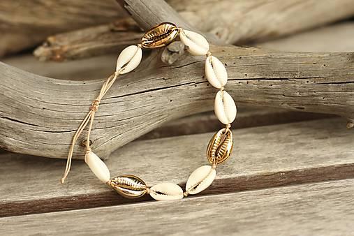 Nákotník - náramok na nohu z mušlí natural/gold