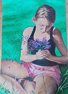 Obrazy - Dievča v tráve - 10954396_