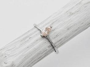 Prstene - CERTIFIKÁT 925 Strieborný prsteň s prírodným morganitom - 10958961_