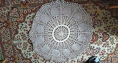 Nezaradené - Háčkovaný sivobiely koberec - 10959098_