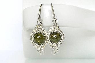 Náušnice - wrap očká so zeleným granátom / Ag 925 - 10963199_