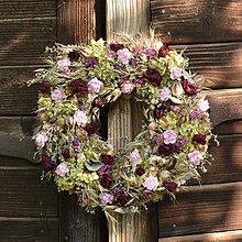 Dekorácie - Prírodný veniec so sušenými ružami - 10960829_