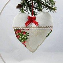 Úžitkový textil - EDMUND-gule s červenými bobuľami-srdiečko 13x13 - 10960742_