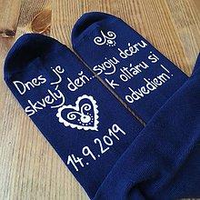 Obuv - Maľované ponožky pre otca nevesty (na tmavomodrých) - 10960665_