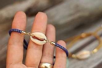Náramky - Šnúrkový náramok s mušľou kauri - modrý - 10963184_