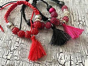 Náramky - AKCIA! farebny náramok s korálkami a strapcom - 10961218_