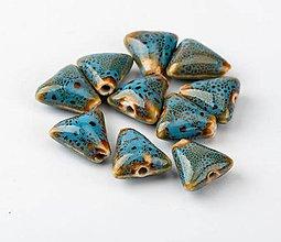Korálky - KE112 Korálka keramická trojuholník 1,6 cm - 10967162_