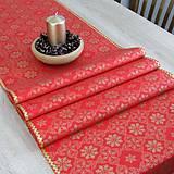Úžitkový textil - SIMONA 3 - Zlaté vločky a bodky na červenej  - stredový obrus - 10967053_