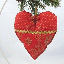 Úžitkový textil - SIMONA - Zlaté vločky a bodky na červenej - srdiečko 13x13 - 10967124_