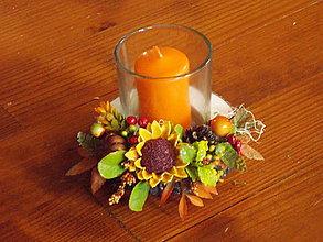 Dekorácie - Jesenný drevený svietnik so sviečkou v skle - 10965743_