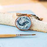 Odznaky/Brošne - Ručně malovaná brož s velrybou - 10969121_