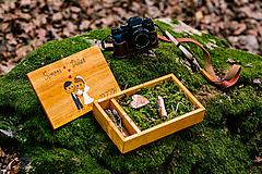 Krabičky - Drevená krabička na svadobné fotky a USB jednoduchý svadobný dizajn - 10970309_