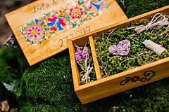 Krabičky - Drevená krabička na fotky s USB, folk dizajn - 10970335_