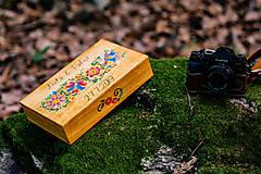Krabičky - Drevená krabička na fotky s USB, folk dizajn - 10970338_