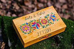 Krabičky - Drevená krabička na fotky s USB, folk dizajn - 10970339_