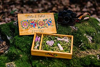 Krabičky - Drevená krabička na fotky s USB, folk dizajn - 10970329_