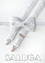 Doplnky - Pánsky motýlik a traky  - vzorovaný - svadobný - strieborný - biely - 10972757_