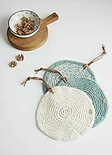 Úžitkový textil - Pletená okrúhla chňapka/podložka (zelená šalvia/maslová) - 10972561_