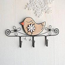 Nábytok - vešiak s vtáčikom - 10975614_