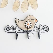 Nábytok - vešiak s vtáčikom  (s kvetom) - 10975648_