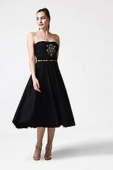 Šaty - Šaty úpletové s výšivkou bez ramienok - 10975854_