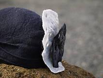 Čiapky - Čierny dámsky klobúk - 10974605_