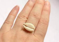 Prsteň s mušľou, mesačný kameň adulár