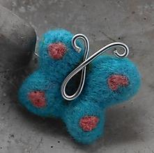 Odznaky/Brošne - brož tyrkysový plstený motýlik - 10973954_