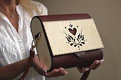 Drevená kabelka Srdcovka (Bordová)