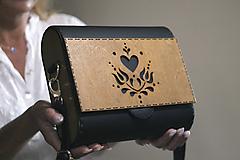 Drevená kabelka Srdcovka (Čierna)