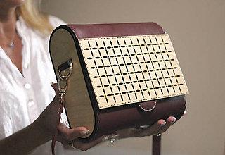 Kabelky - Drevená kabelka Geometrica (Bordová) - 10975381_