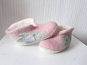 Topánočky - Dievčenské plstené papuče s motýľmi - 10975983_