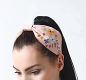 Ozdoby do vlasov - Čelenka bledo ružová vyšívaná - 10977857_