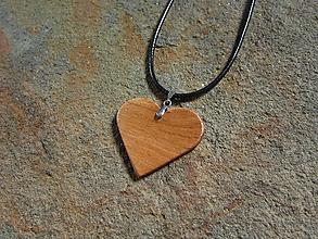 Náhrdelníky - Drevené srdce - 10978008_