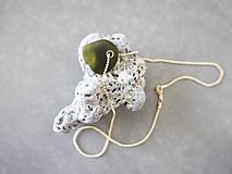 Náhrdelníky - Malý sklenený prívesok - 10978098_