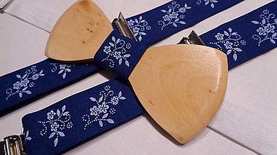 """Doplnky - pánsky drevený motýlik + traky , folklórne """"modrotlač"""" - 10980404_"""