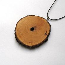 Náhrdelníky - Drevený prívesok - hruškový rez - 10980263_