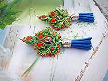 Náušnice - zeleno červené náušnice so strapcom - 10987603_