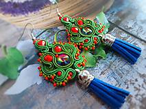 Náušnice - zeleno červené náušnice so strapcom - 10987608_