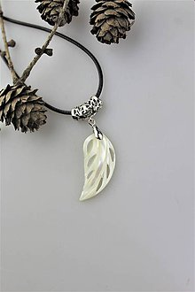 Náhrdelníky - perleť prívesok - letný šperk................ - 10987341_