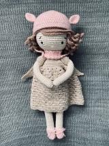 Hračky - Háčkovaná bábika. - 10986751_